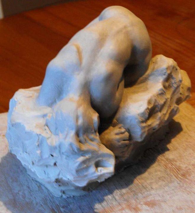 Christian Arnould - femme prostrée (argile)